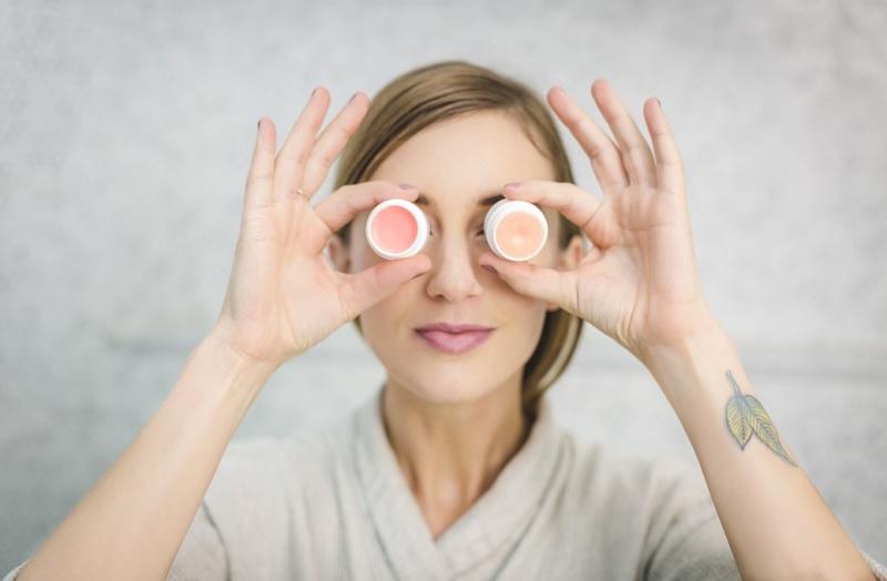 3 рецепти бальзамів від сухості губ в домашніх умовах