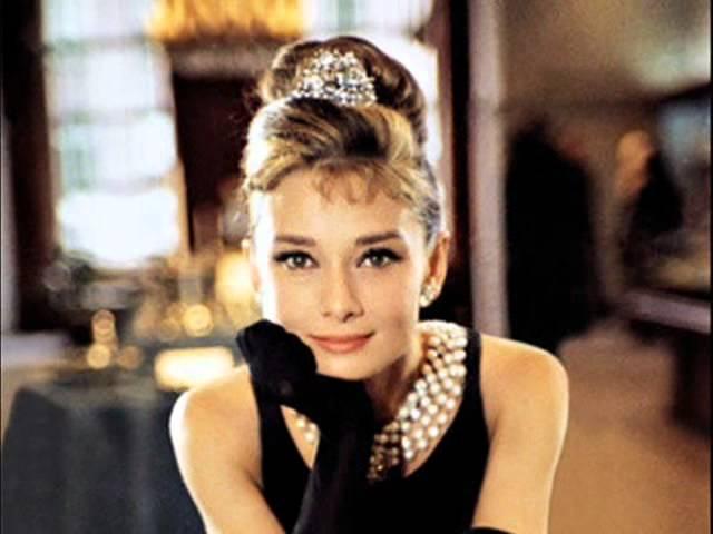 11 класичних речей, які нас навчила носити Одрі Хепберн
