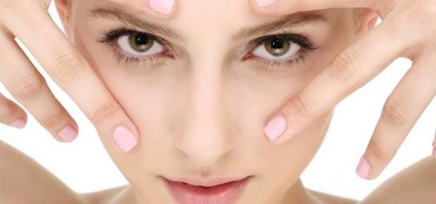 9 рецептів масок для шкіри навколо очей та правила їх нанесення