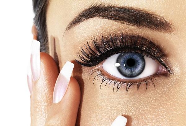 5 способів, як правильно користуватися олівцем для очей