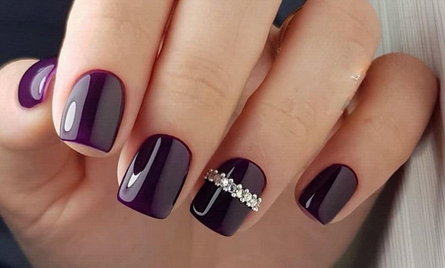Фіолетовий манікюр на короткі нігті