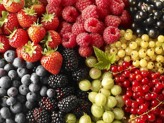 7 ягідних масок для обличчя зі смородини, порічки, вишні, малини та аґрусу