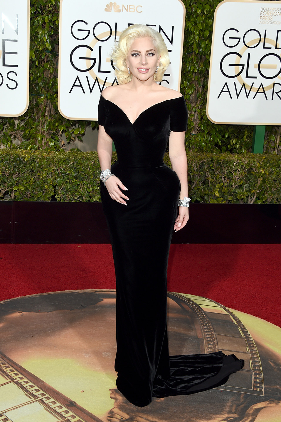 golden-globes-2016-lady-gaga.jpg (373.52 Kb)