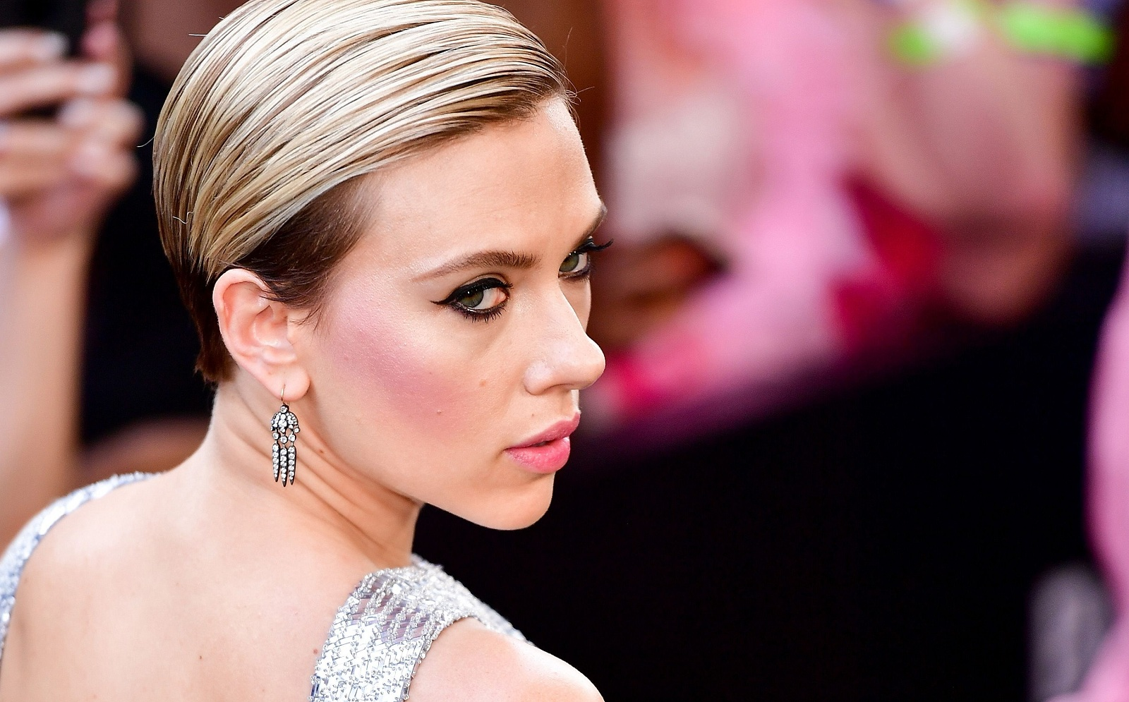hbz-the-list-style-short-hair-scarjo-1501031910.jpg (421.5 Kb)