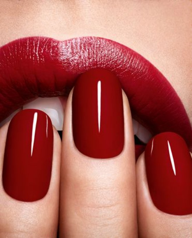 hot-red-nails2.jpg (80.07 Kb)