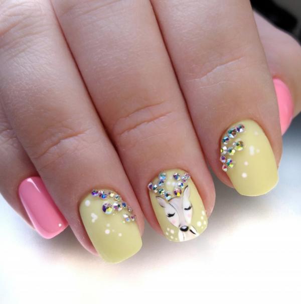 Весняний манікюр на короткі нігті