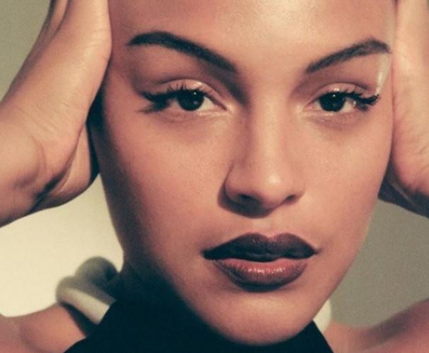 Модель Палома Эльзессер розказала як зробити шкіру сяючою (Відео)