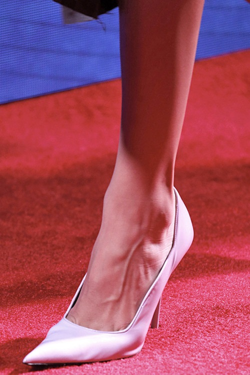 Модне взуття сезону весна літо 2019 - Calvin Klein 9e76067215d6b