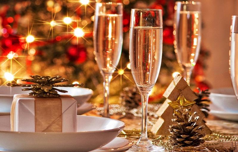 Секрети та цікаві ідеї сервірування новорічного столу 2017