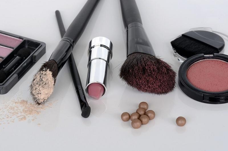 pudra_szo-povinno-buti-v-kosmetichci-kozhnoi-zhinki.jpg (98.54 Kb)
