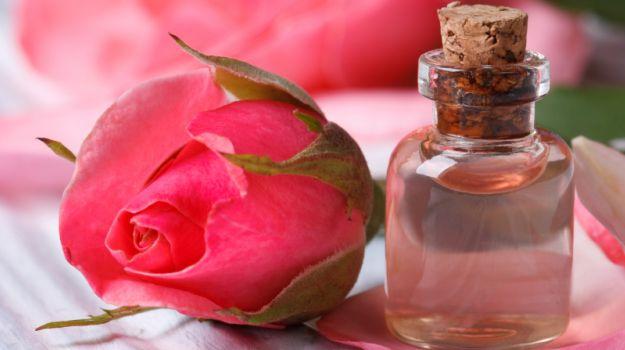 Як приготувати трояндову воду і як її використовувати