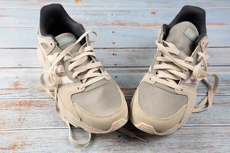 sneakers-19228_960_720.jpg (198.88 Kb)