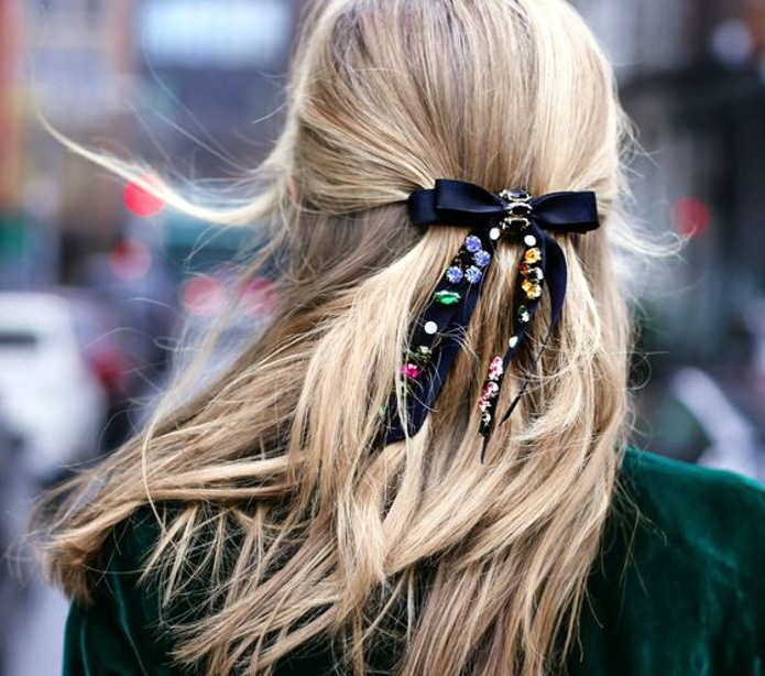 Стрічка - модний аксесуар для волосся (відео)