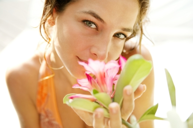 women_flower.jpeg (121.08 Kb)