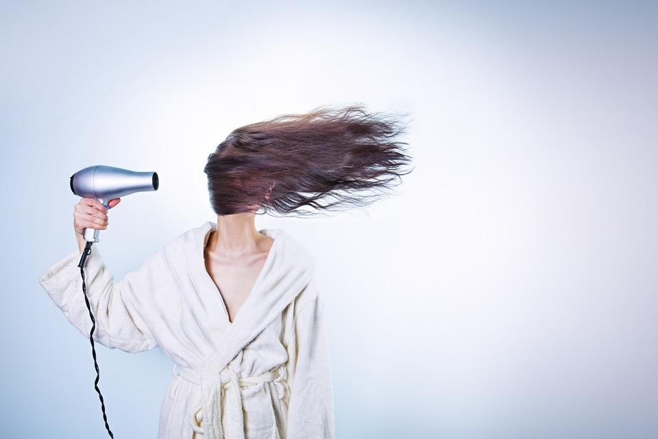 Як приборкати неслухняне волосся?