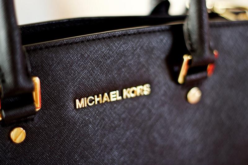 Як відрізнити оригінальну сумку Michael Kors від підробки (Відео)
